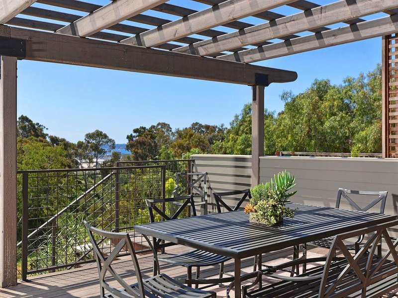 Quiet, Restful Hideaway Centrally Located With View Of Wooded Canyon And Bay, vacation rental in San Diego