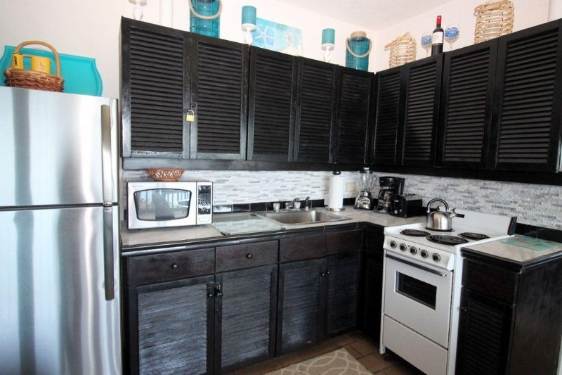 Nicely updated and fully equipped kitchen.