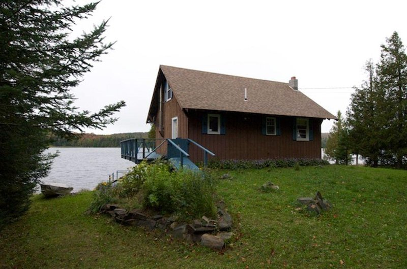 Cozy Coles Pond Lake House, vacation rental in Glover