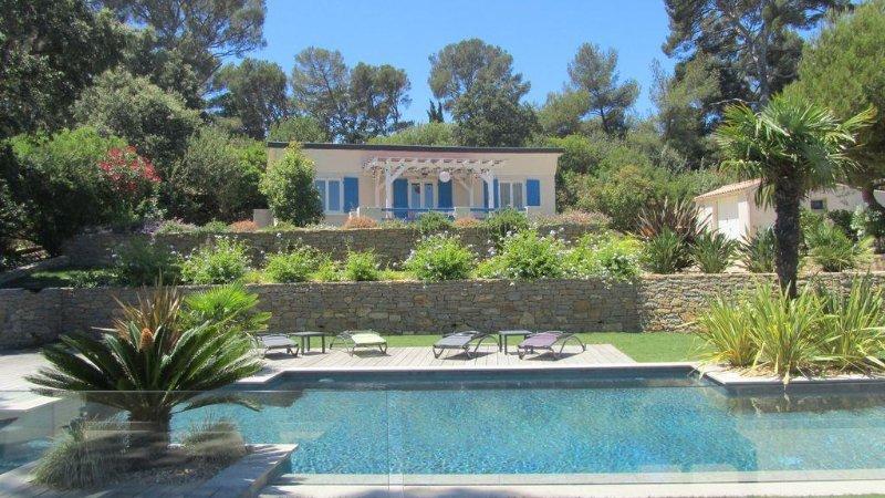 Vacances magnifique vue mer, maison avec piscine, terrasse ensoleillée, jardin, casa vacanza a La Seyne-sur-Mer