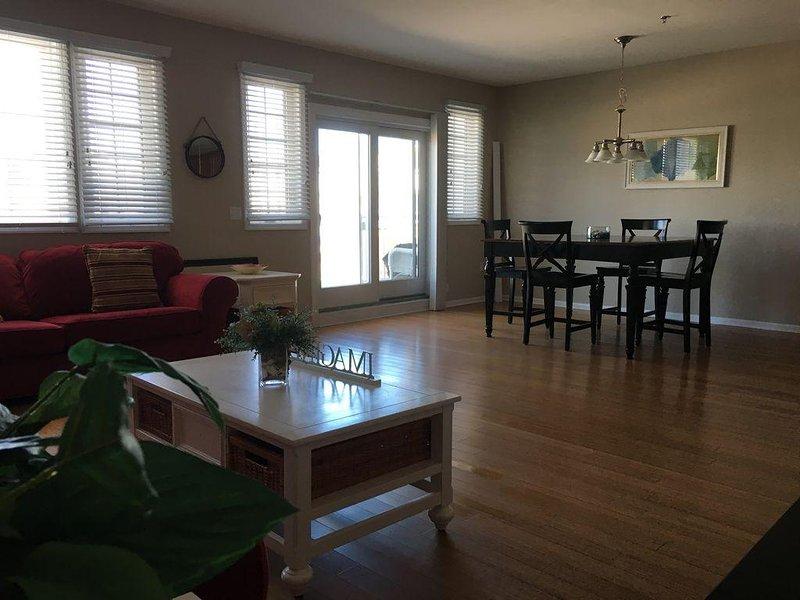 Beautiful Modern 2 Bedroom Suite Condo with Large Balcony & Ocean Views, vacation rental in Wildwood Crest
