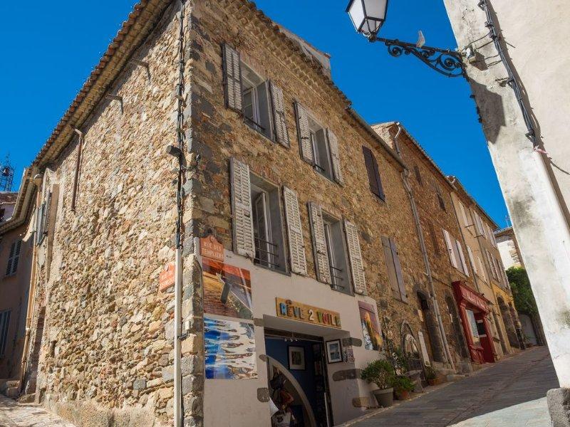 Maison de village - centre historique de Grimaud, holiday rental in Grimaud