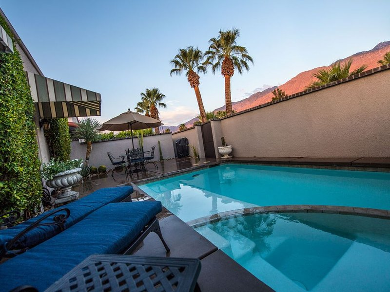 Beautiful & Romantic Downtown Property with PRIVATE Pool & Spa, alquiler de vacaciones en Greater Palm Springs