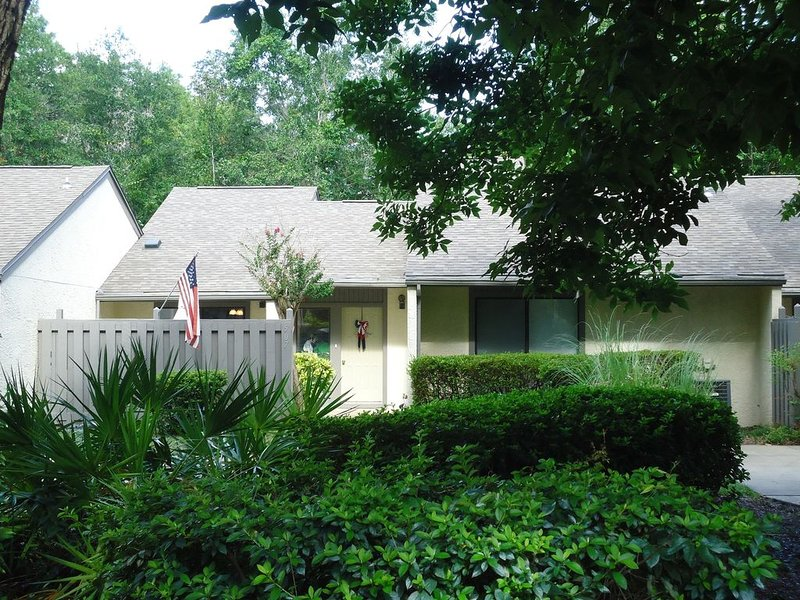 Royal Oaks Villas Townhome in Blue Water Bay Marina Community Close to Destin Fl, holiday rental in Niceville