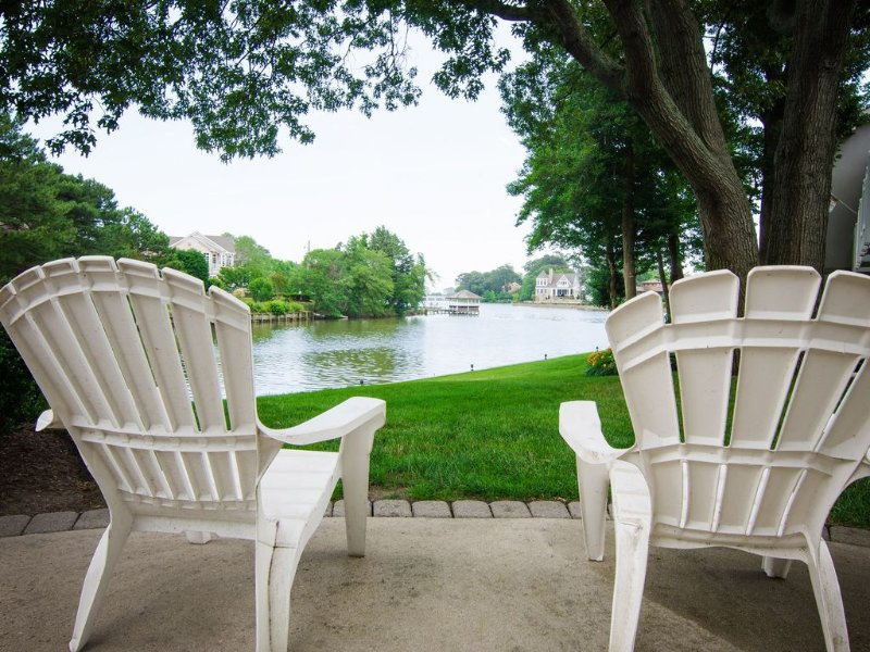 Waterfront/waterview Condo On Silver Lake w/Lakeside Pool - Newly furnished 2019, location de vacances à Rehoboth Beach