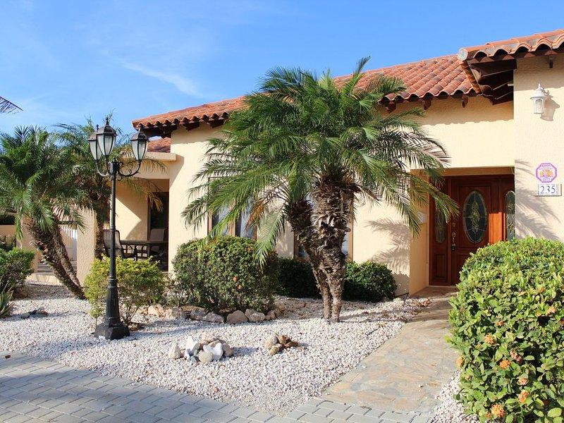 Beautiful Mediterranean Home In Exclusive Surf Side Villas, holiday rental in Noord