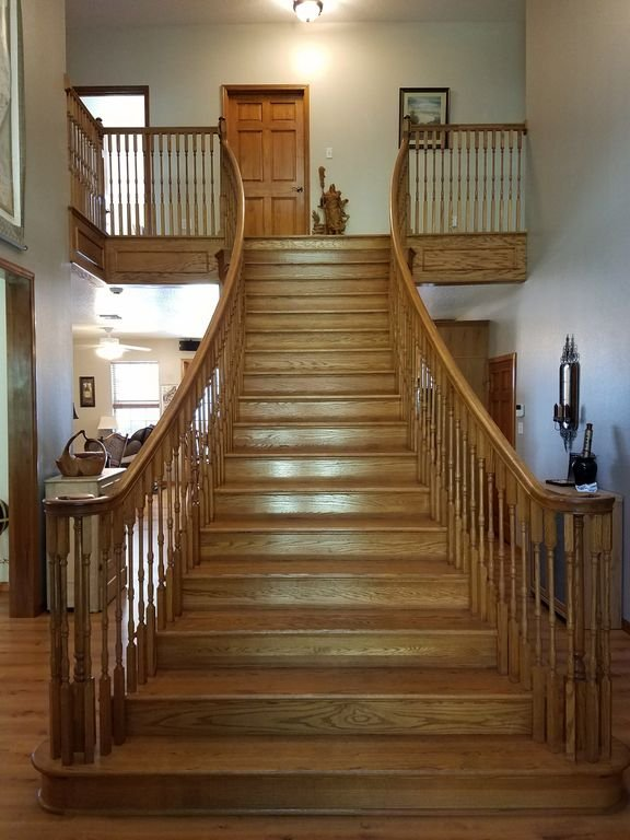 Bridal staircase, perfect for family pics