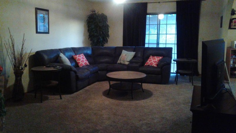 VACATION/SNOWBIRD RENTAL 3 BED/2 BATH 1687 SF HOME CLOSE TO RIVER AND LAUGHLIN, holiday rental in Bullhead City