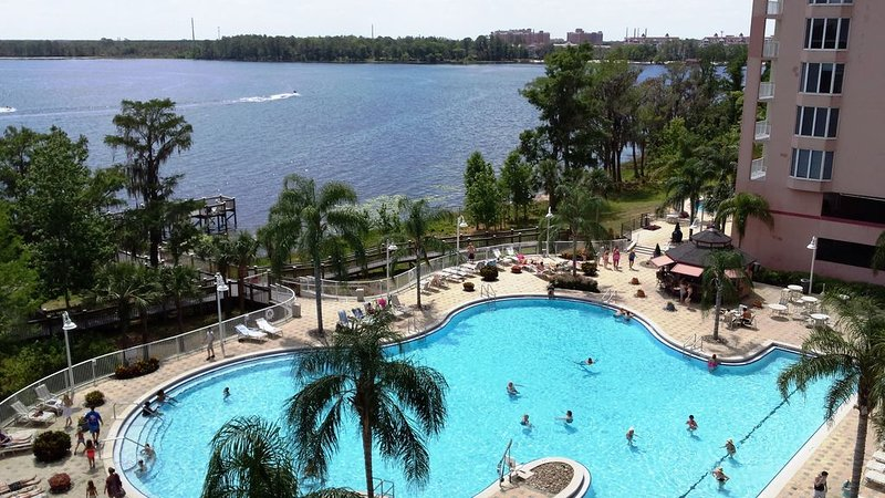Lakeside Resort  1 mile from Disney - Spacious, Spectacular Views, Clean, 5-Star, holiday rental in Old Town