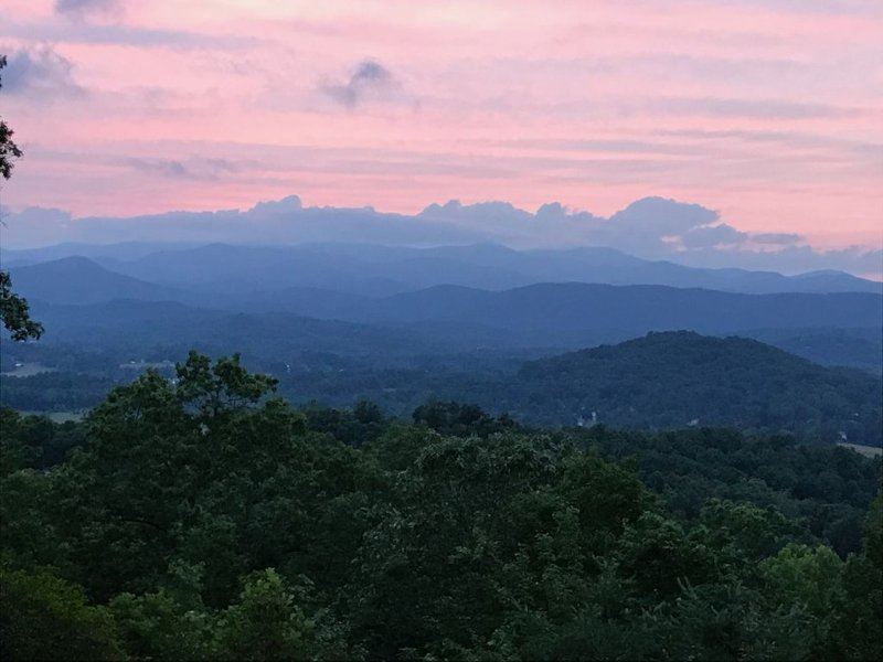 Experience the Ever-Changing Blue Ridge Mountains, Ferienwohnung in Hendersonville