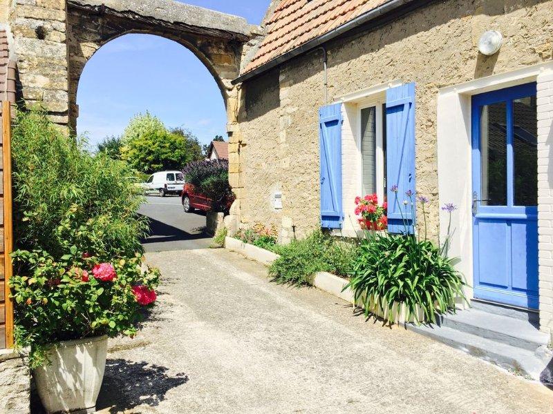 Charmante Maison de ville 'La Tanière' proche des plages normandes, Ferienwohnung in Benouville