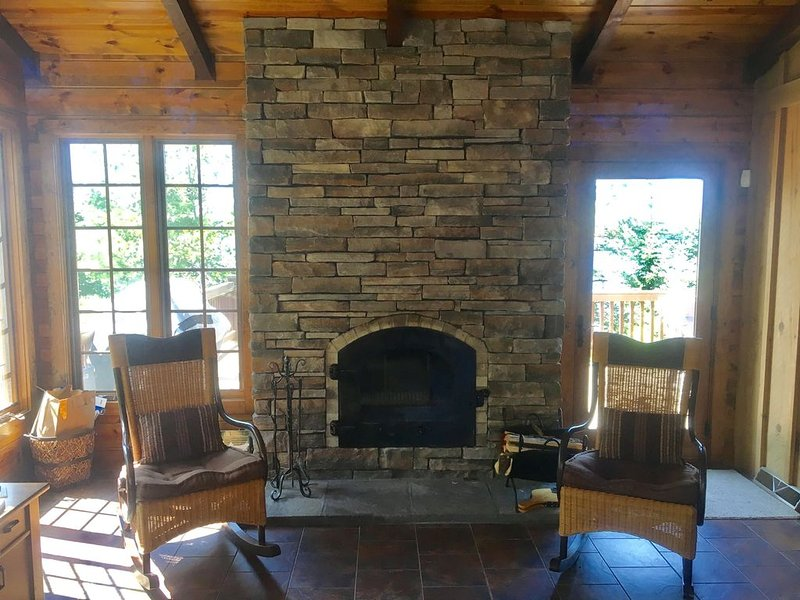 Large Lakefront Paradise on the shores of Lake Michigamme, alquiler vacacional en Champion