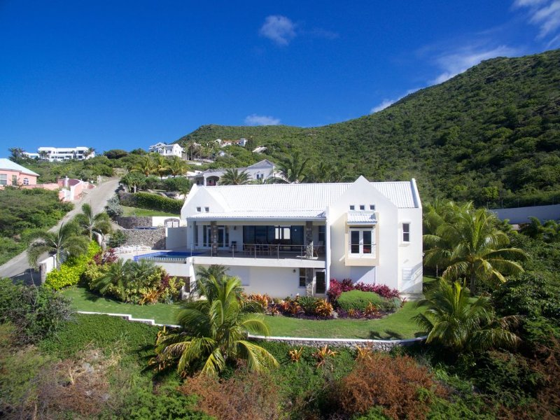 Architecturally Designed Villa in Paradise, Quiet Beach & Blue Water Views, vacation rental in Nevis