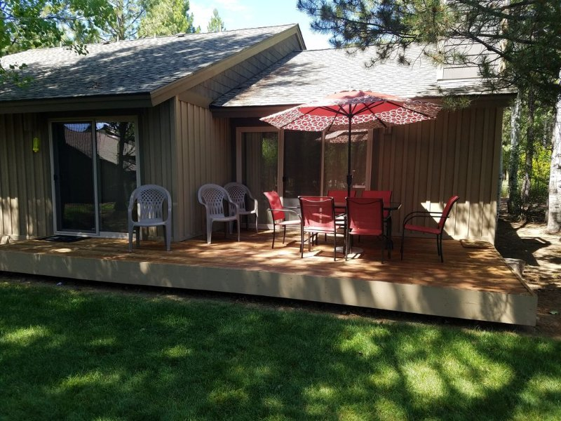 Quelah 70 Condo in Sunriver--Ideal Location!                           DCCA 950, alquiler vacacional en Central Oregon