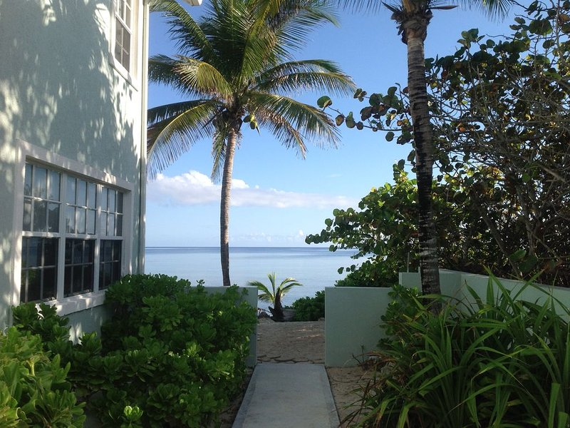 Oceanfront 3 BR Villa with winter availability, holiday rental in North Side