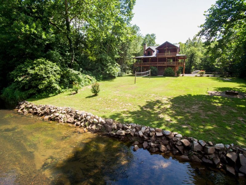 Secluded Luxury Cabin - the reviews say it all!, vacation rental in Ducktown