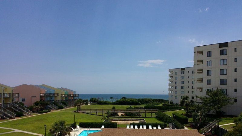 'Sea's the Day'  with Exceptional Views!  Now excepting 2020 reservations., location de vacances à Île d'Émeraude