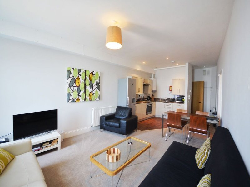 12 Astor House - one bed garden apartment with patio and stunning uninterrupted, vacation rental in Torquay