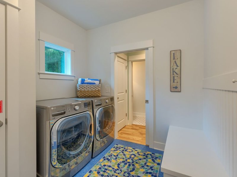 extra large capacity washer/dryer on main with plenty of beach towels for family