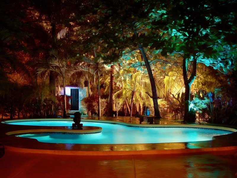 SexyPool-'Playa Grande's Best BEACH House Location'-PrivatePatioGarden-HiddenGem, aluguéis de temporada em Playa Grande
