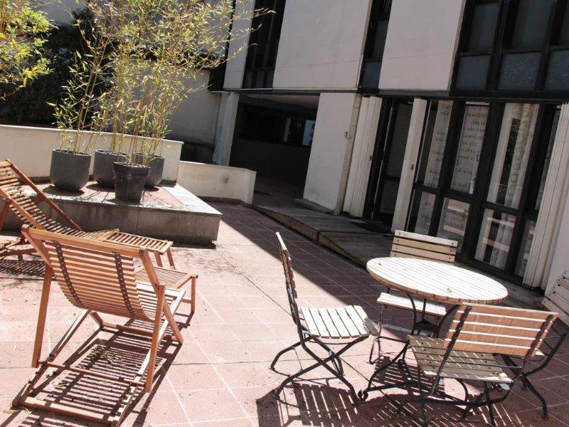 Terrasse privative idéale pour prendre le petit déjeuner l'été