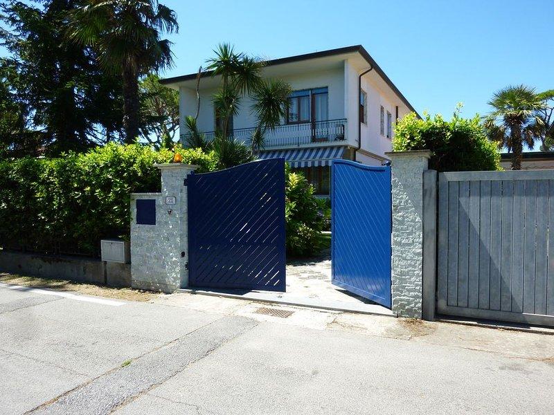 Forte dei Marmi villa con giardino 400 mt dal mare. Ideale per famiglie.Versil, alquiler de vacaciones en Cinquale