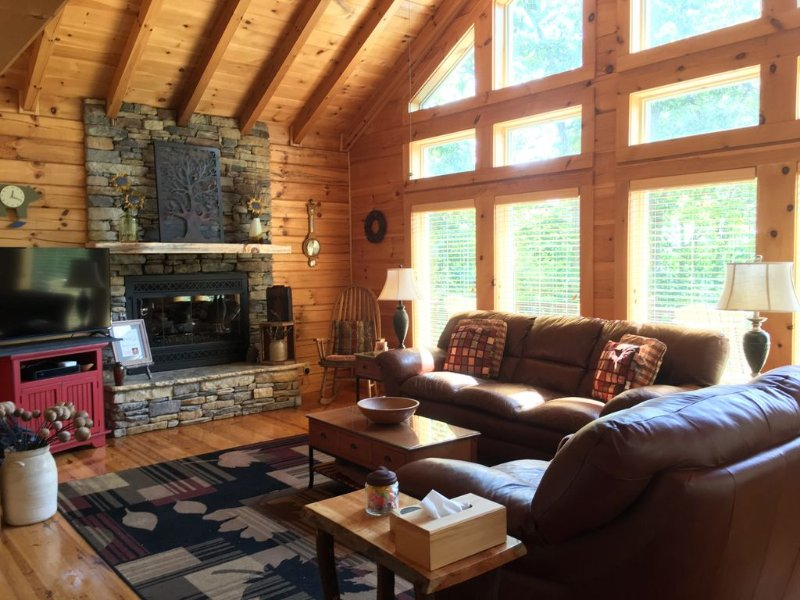 Luxury Log Cabin Hideaway Near Lake Chatuge w/ 2 Master Suites, aluguéis de temporada em Warne