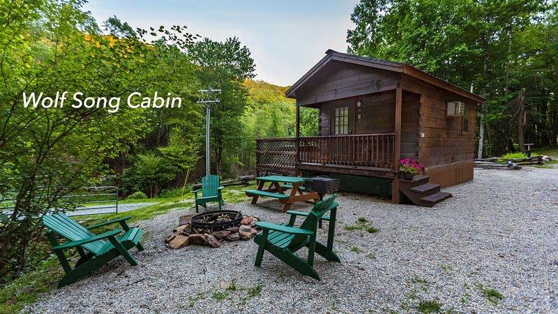 Mountain Serenity & Close to Hiking, Rafting, Fishing and Kayaking. 'Wolf Song', casa vacanza a Topton