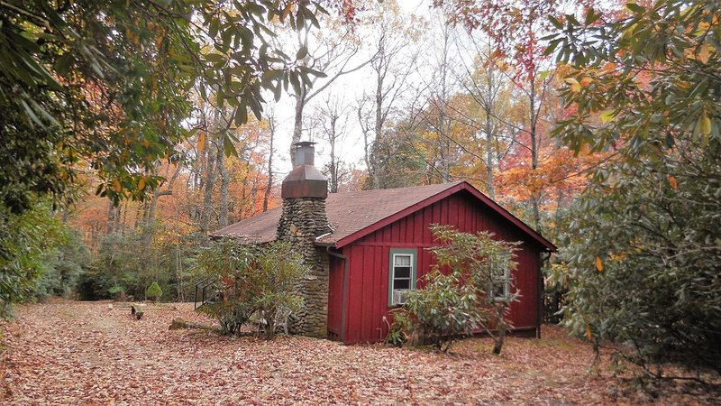 250 Acres off Blue Ridge Pkwy - 'Red House', holiday rental in Spruce Pine