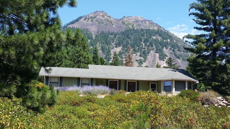 $155-$175/night for Country Elegance!, vacation rental in McCloud