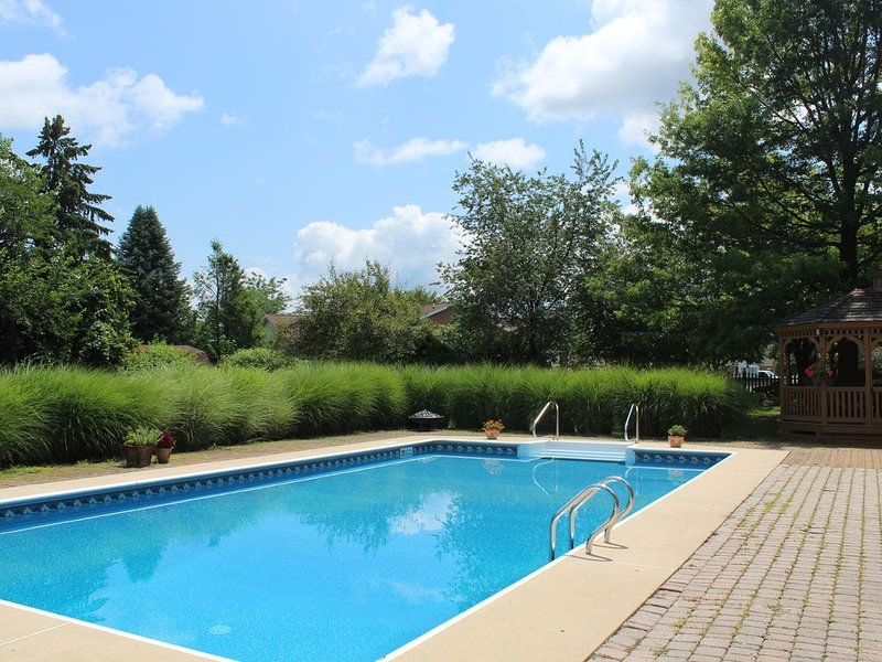Fun, Family-friendly Home With A 20x40 Pool 12 Minutes From Hershey Attractions, vacation rental in Palmyra