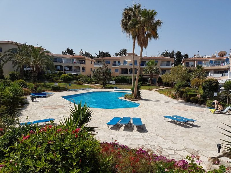 Beautiful modern, well equipped spacious ground floor apartment, private garden, vacation rental in Paphos