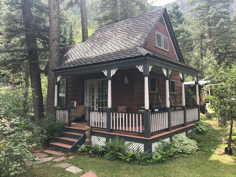 Cottage next to the creek in Historic Cascade Canyon At The Foot Of Pikes Peak, aluguéis de temporada em Cascade