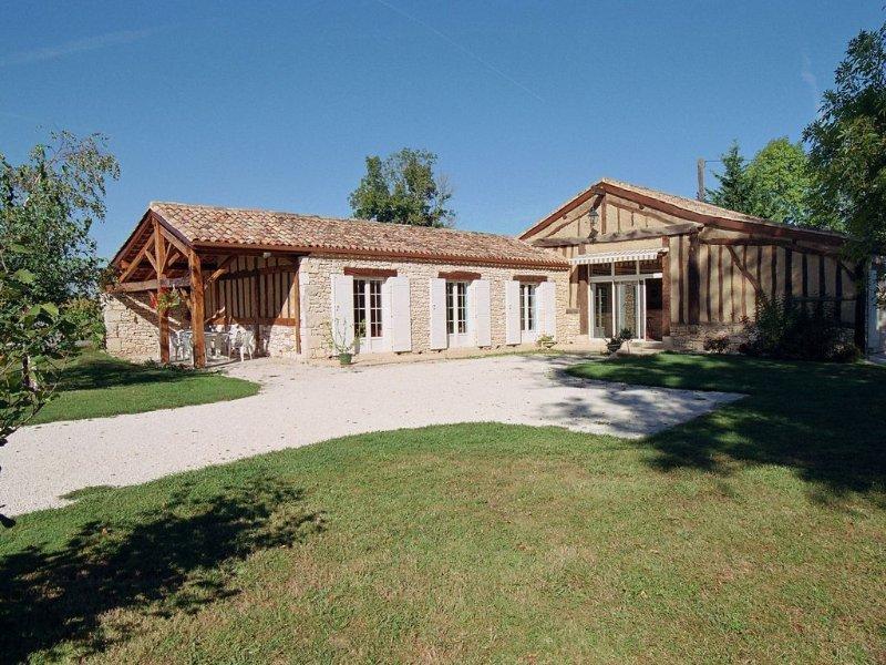 Belle maison avec piscine en campagne: le gite lamoutole près de Villereal, holiday rental in Villereal
