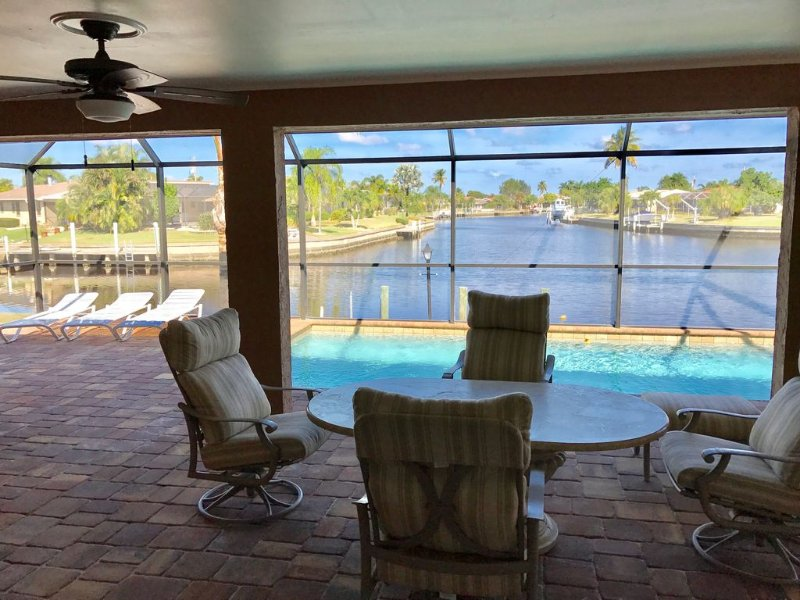 FEB MARCH AVAILABLE BEAUTIFUL WIDE INTERSECTING CANAL VIEW WITH SALT WATER POOL, vacation rental in Punta Gorda