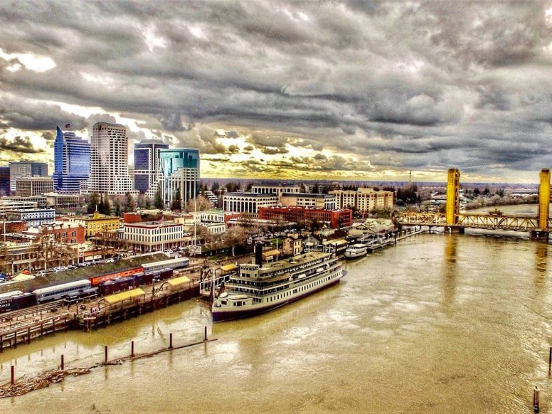an awesome pic my buddy took of downtown sacramento and the sacramento river