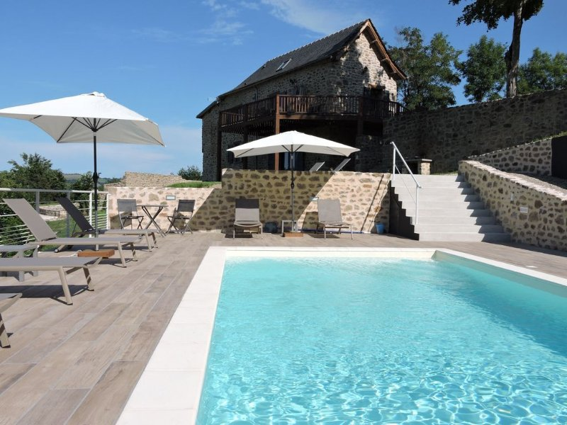 Character house in Aveyron classified 4 stars, holiday rental in Lanuejouls