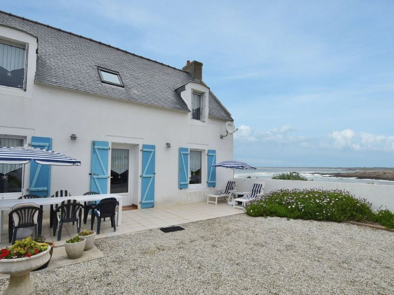 Nice house a stone's throw away from the strong rocky coast., holiday rental in Penmarch