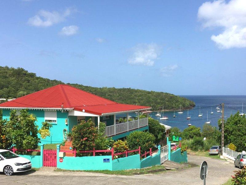 Magnifique vue panoramique sur toute la baie de Grande Anse, aluguéis de temporada em Les Anses d'Arlet