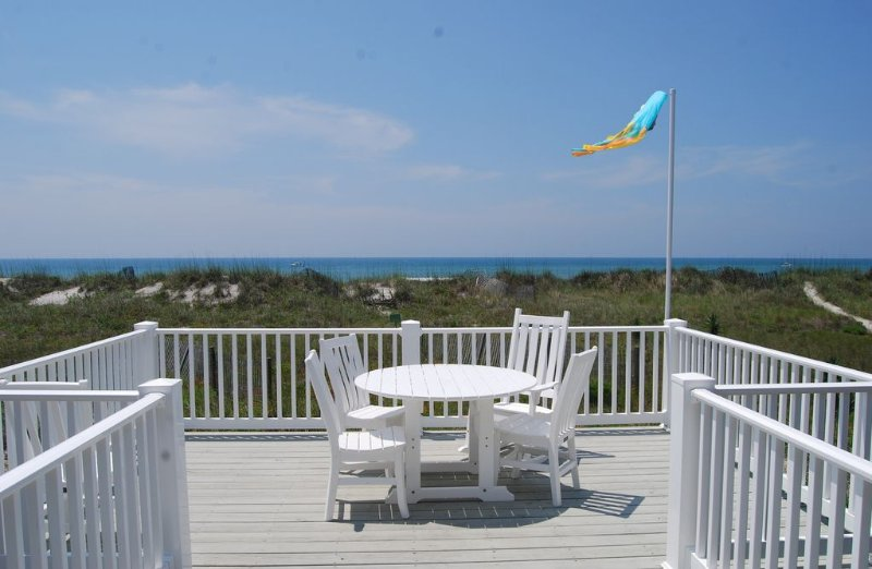 Spectacular Oceanfront Family Cottage Retreat in Atlantic Beach!, vacation rental in Atlantic Beach