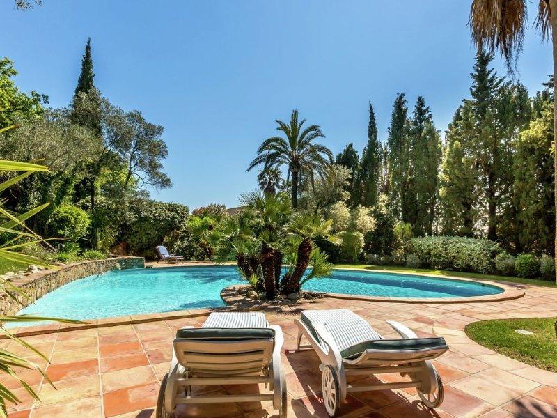 Magnificent villa with private pool near Port Grimaud and Saint Tropez, alquiler vacacional en Port Cogolin