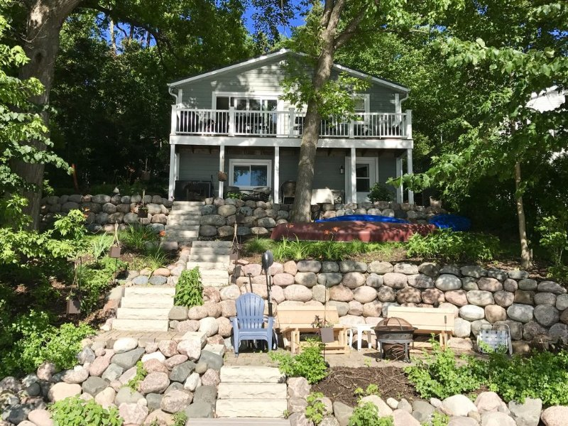 Visit Mill Pond Cottage on the Lake. Amazing Sunsets. Clean & Comfortable Home, vacation rental in Beaver Dam