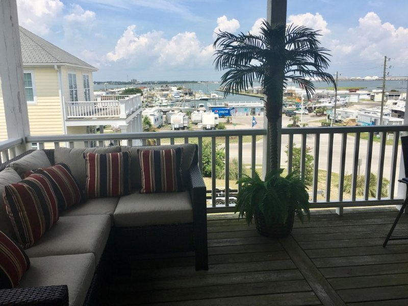 Beautiful Ocean Side/Sound Side View 3 BR 3.5 Baths Cottage at Atlantic Beach, vacation rental in Atlantic Beach
