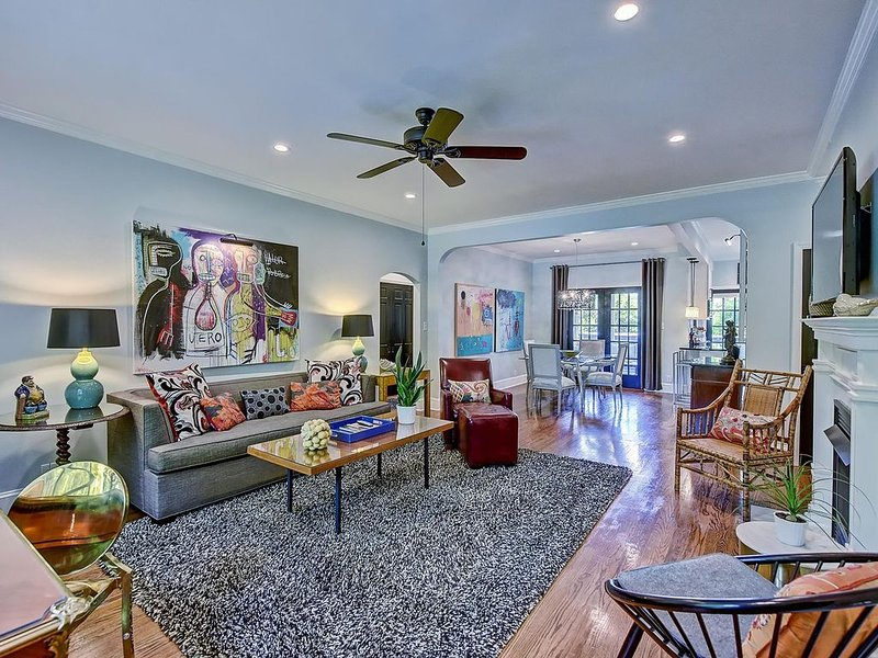 Five-Star Luxury Residence in the Heart of Myers Park w/ screened porch-1 mile t, vacation rental in Charlotte