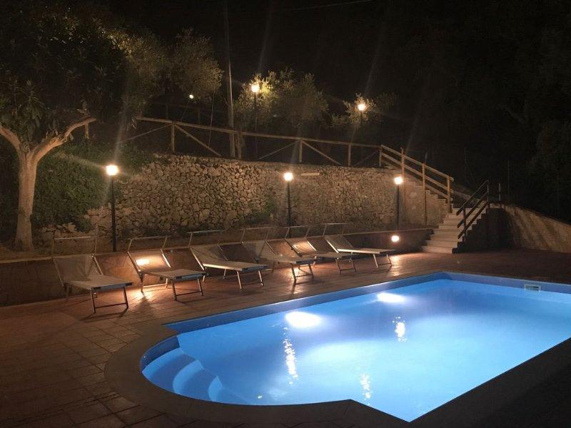 Sperlonga-Itri Villa 6 bedroom with swimming pool in private garden, location de vacances à Itri