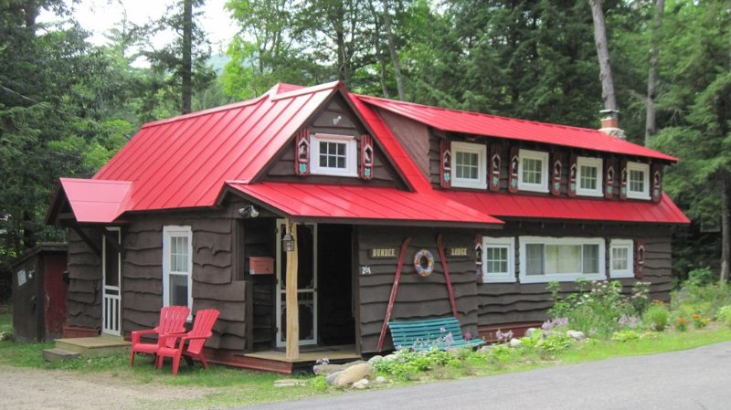 Fairy-tale Cabin in White Mountains, Historic Charm 'Dundee Lodge' - Sleeps 5-6, casa vacanza a Bartlett