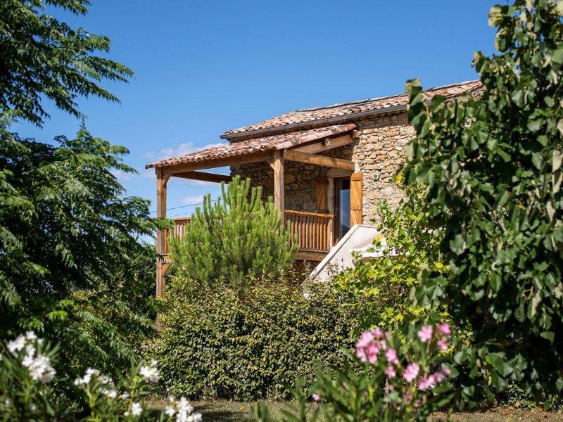 La Magnanerie - Fantastic views, perfect base for the Ardeche and Chazzezac, location de vacances à Rosières