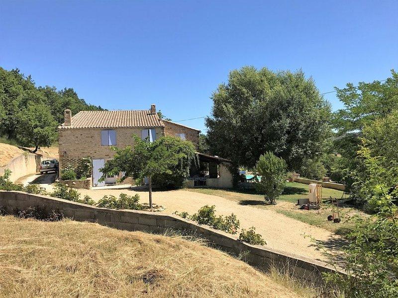 Comfortabel familiehuis,voormalige wijnboerderij, location de vacances à Niozelles