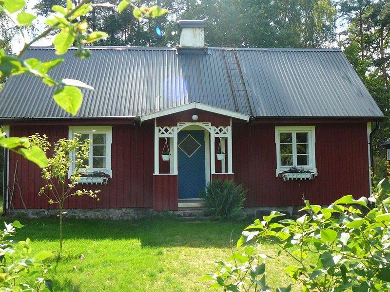 Een gezellig, origineel Zweeds vakantiehuis in een rustgevende omgeving, holiday rental in Markaryd