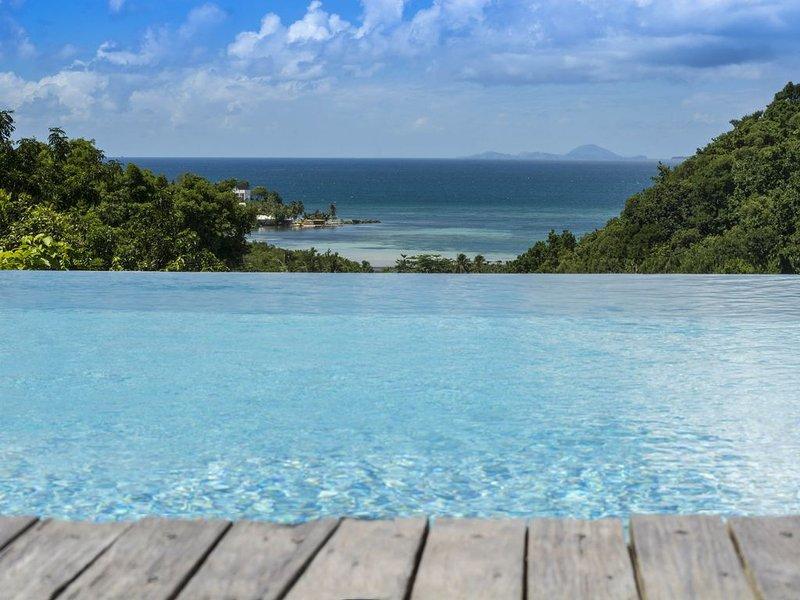 La Voile Grise, villa pleine de charme et de quiétude, vue mer, location de vacances à Île Grande-Terre